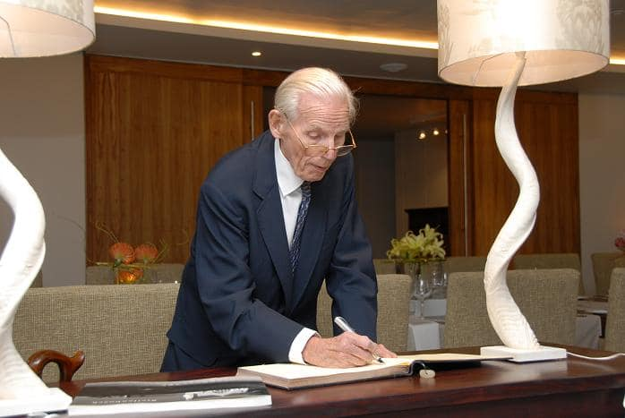 Peter Wallenberg siging the STIAS visitors' book reduced